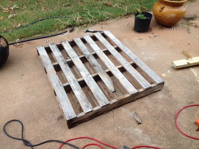 Incredible 5 Easy Steps To Turn A Pallet Into An Outdoor Patio Bench Machost Co Dining Chair Design Ideas Machostcouk