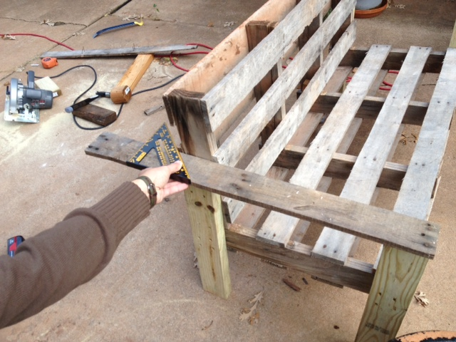 Strange 5 Easy Steps To Turn A Pallet Into An Outdoor Patio Bench Gmtry Best Dining Table And Chair Ideas Images Gmtryco