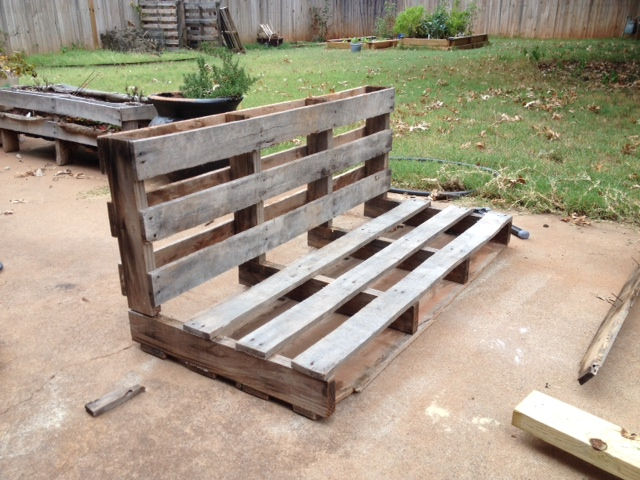 From here, I took the newly minted shorter pallet section  the bench back   and stacked vertically on the the longer section  the bench seat  which  I ...